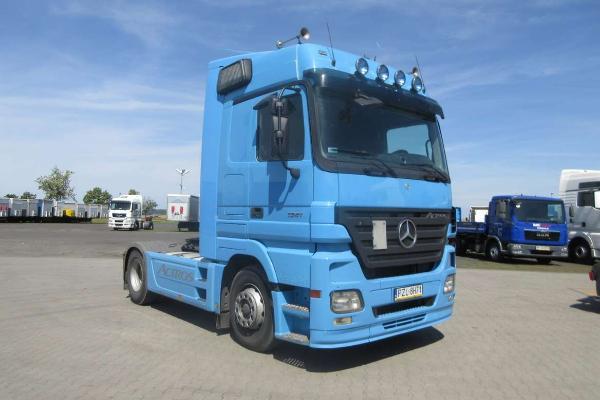 Ciągnik siodłowy Mercedes Benz - KM Import