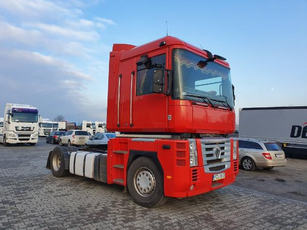 Ciągnik samochodowy RENAULT - KM Import