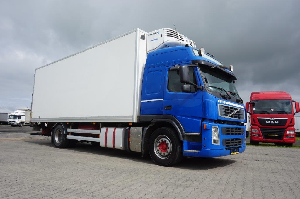 Samochód ciężarowy VOLVO - KM Import
