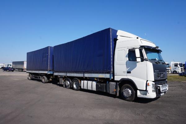 Samochód ciężarowy VOLVO- KM Import