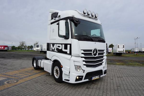 Ciągnik siodłowy Mercedes Benz- KM Import