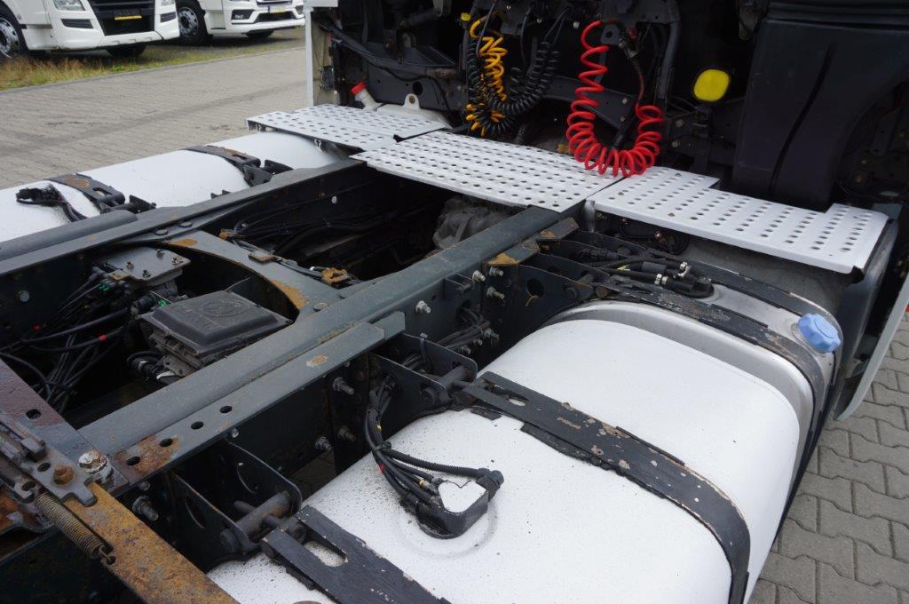 Ciągnik samochodowy RENAULT